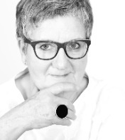 Dr. Martine Withouck
